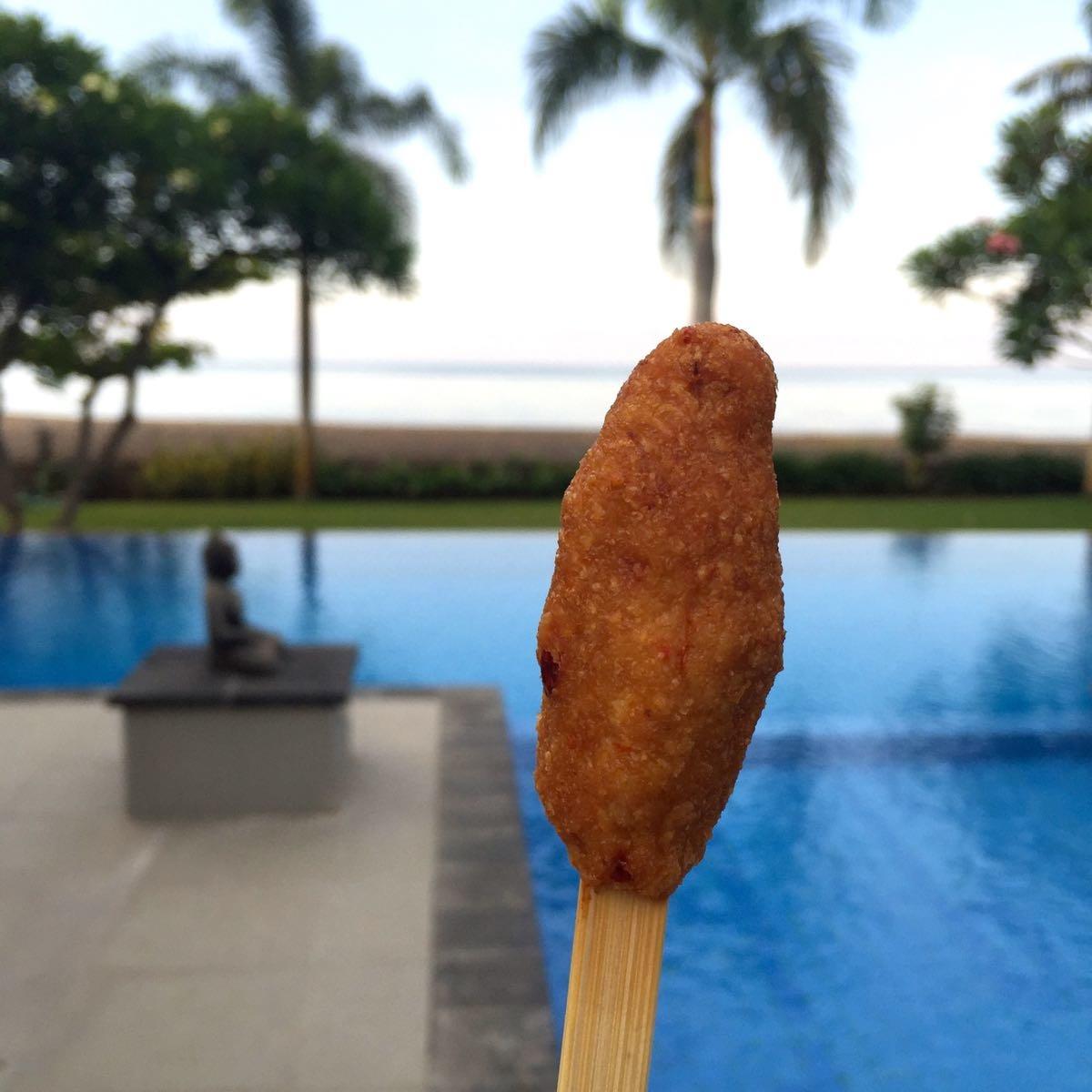 ikan kokos op een stokje